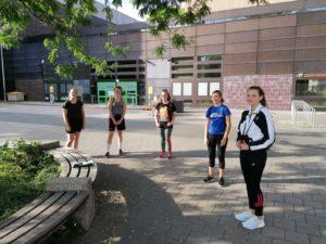 Mädchenteams erkunden laufend Nürnberg