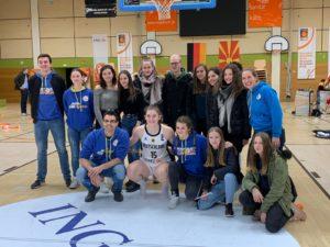 Gruppenfoto mit Luisa Geiselsöder
