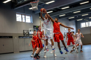 T. Schnabel beim Rebound