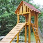 Spielturm am Kinderspielplatz am Sportpark Ebensee